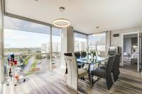 Luxurious Sub Penthouse 2Beds+ Den, 1450 Sq Ft Fully Upgraded